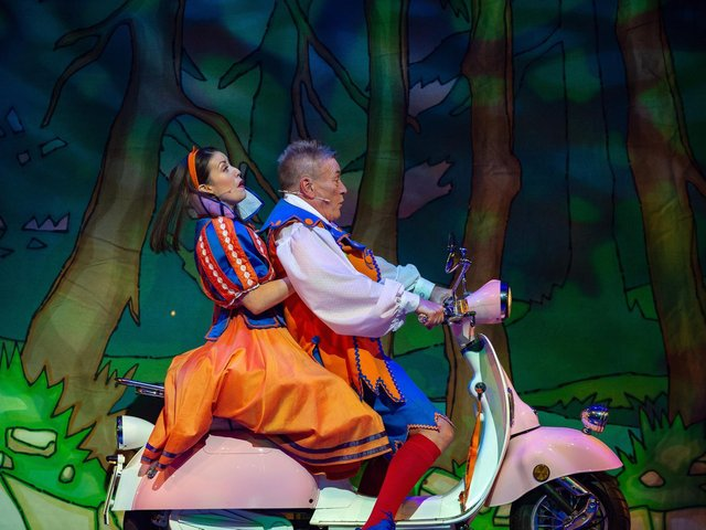 Faye Tozer and Billy Pearce in Snow White at the Bradford Alhambra last year