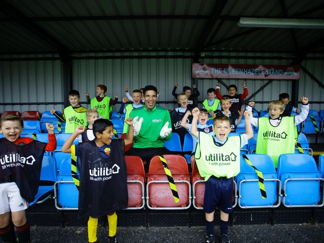 David James with young footballers at Biggleswade FC