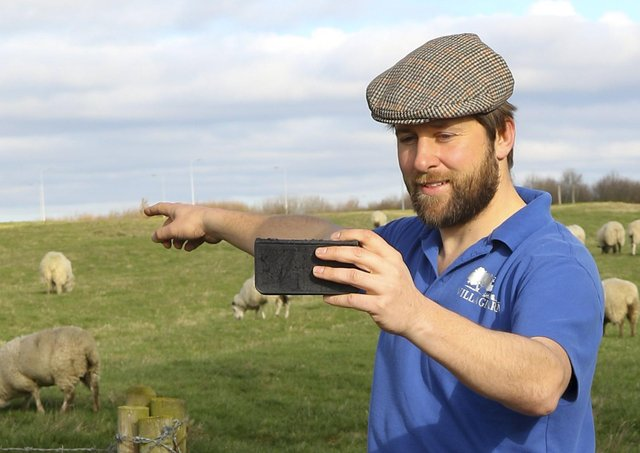 More farmers are needed to talk about the countryside with school children.