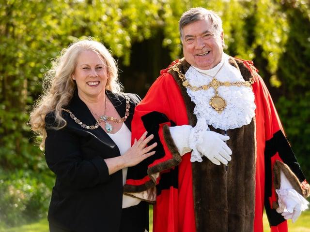 The new borough mayor is sworn in.